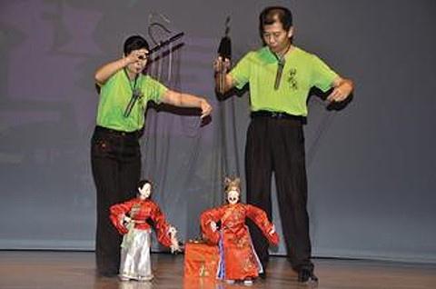 錦飛鳳傀儡戲劇團的演出,展現台灣傀儡藝術之美。