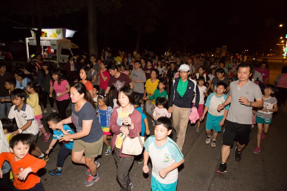 台南夜跑跑友妨礙交通 民眾反感