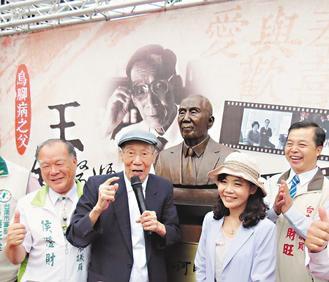 王金河銅像揭幕 「把我雕這麼美」