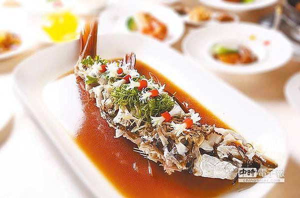 大倉久和大飯店發表的沙勞越蒸忘不了魚。(鄧博仁攝)