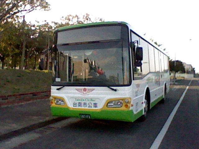 搭公車前8公里 明年依然免費