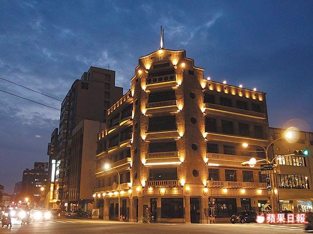 台南市定古蹟林百貨將於明年1/25再現風華,業者以文創商品和南部在地餐飲為主打。陳勇凱攝