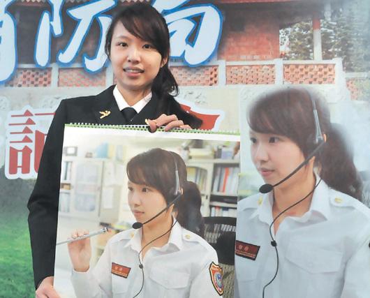 台南消防月曆首發 兩正妹隊員吸睛