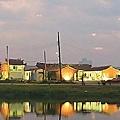 月津港燈節25日登場,目前晚間已能感受當年燈火點點。圖/都市藝術工作室提供