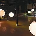 永成戲院內的創作「月世界」,營造出古人吟詩賞月氣氛。圖/都市藝術工作室提供