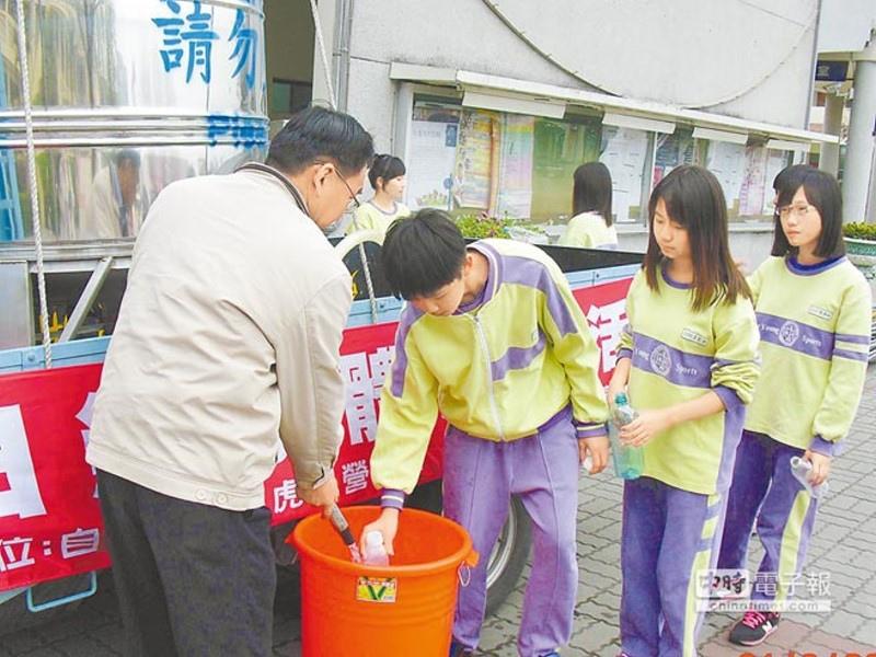 有水真好  永年中學全校斷水,虎尾自來水公司僅提供如廁必要水量,師生從無水之苦的體驗中,更珍惜水資源。(許素惠攝)