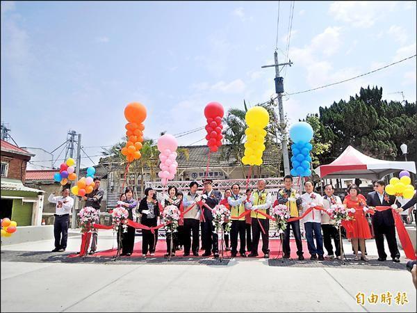 林鳳營火車站前廣場景觀改善工程完成啟用。