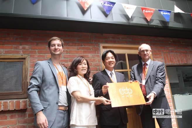 台南市府與成功大學及荷蘭創意產業基金,三方合作執行「Dutch Design (Trading) Post(荷蘭設計交流據點)」。
