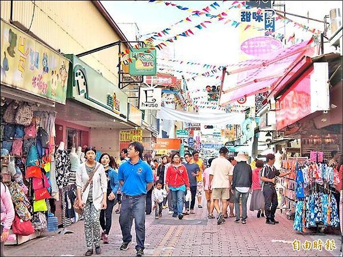 國華街徒步區實施時段,多數店家與民眾傾向下午3點至7點