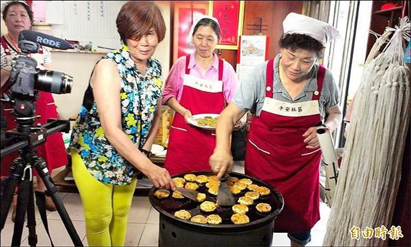 安平傳統小吃「煎鎚」,重現早年端午節特殊風味。