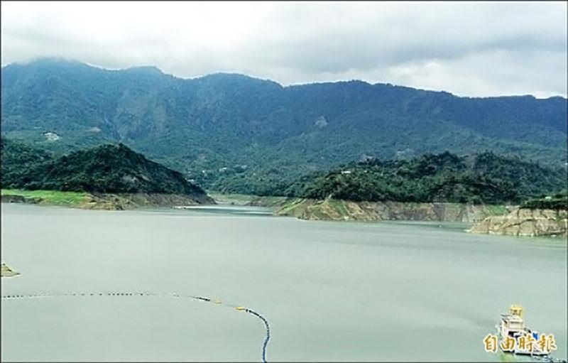 上游降雨豐沛,曾文水庫進帳不少,台南地區的水情燈號由黃轉綠,第一階段限水措施解除。