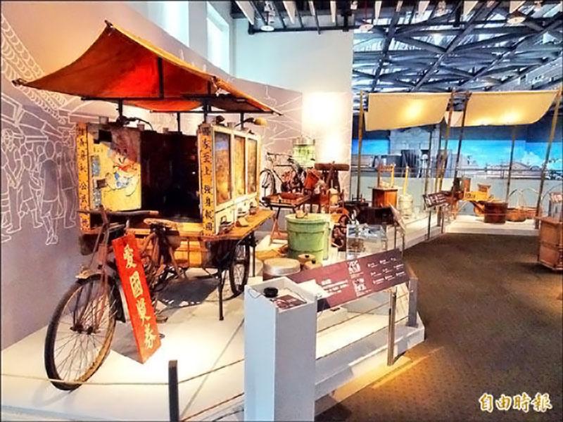 「叫賣台灣味」特展可以看到早期各種攤位,還有大型的改裝車。
