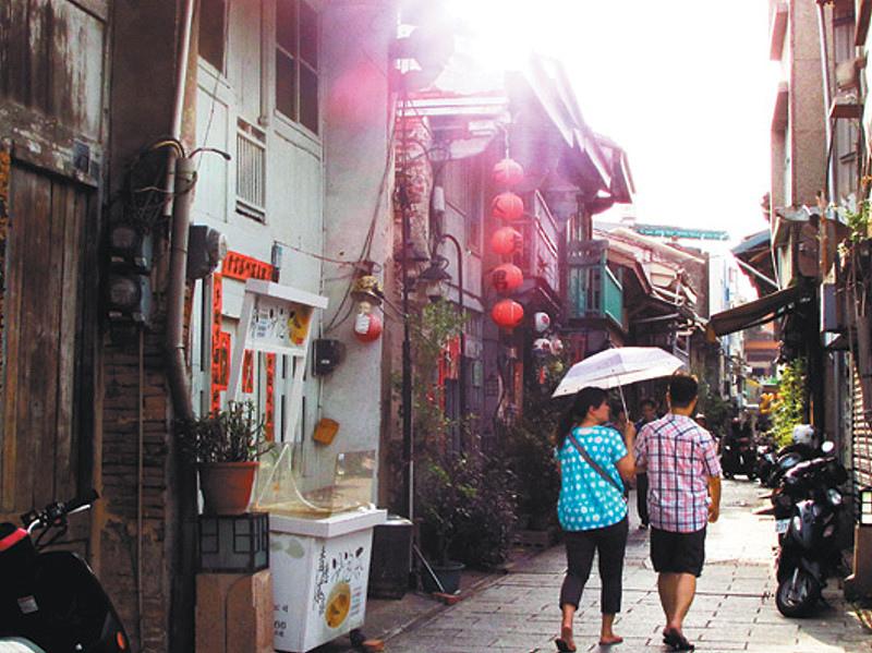 6月每周六、日舉行「五條港暖暖蛇」深度之旅,帶領民眾探訪19世紀府城內港商業活動及傳統產業變遷。