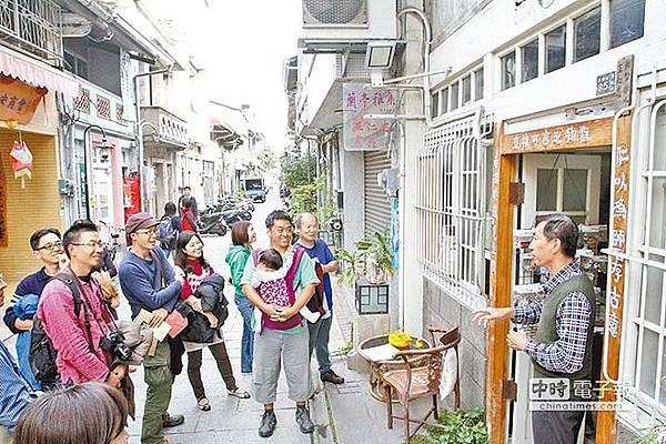 「府城踅街」漫步導覽活動,透過步行,領略府城巷弄之美。