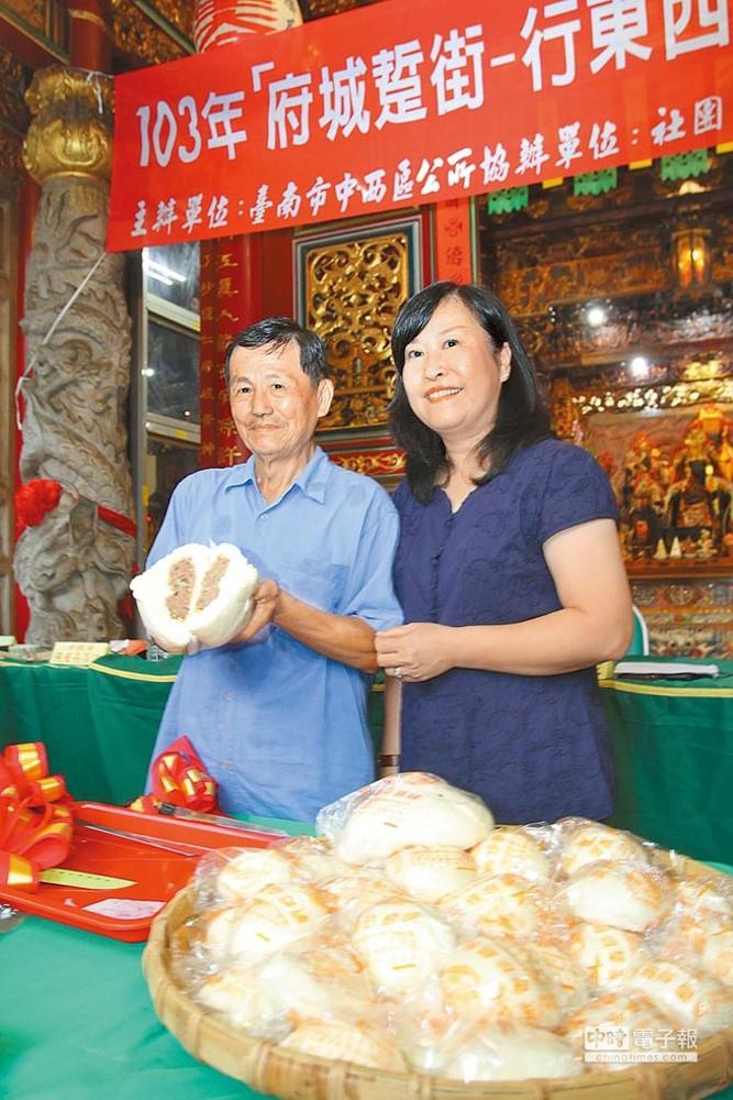中西區長黎燕玉與振香珍餅舖饒水樹歡迎大家來逛老街吃點心。