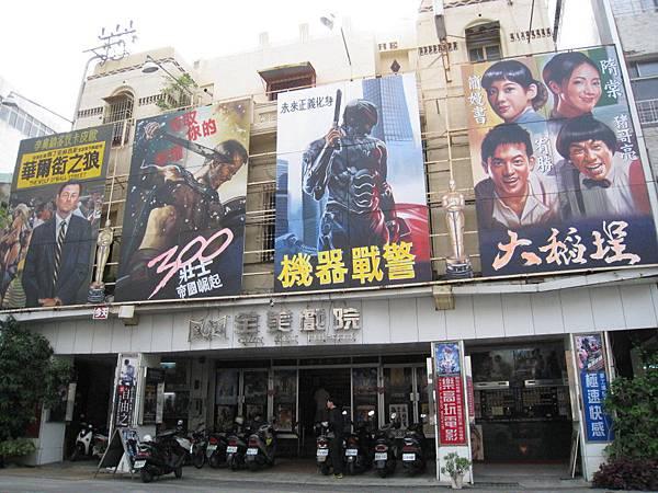 手繪電影看板是全美戲院保持多年的傳統。