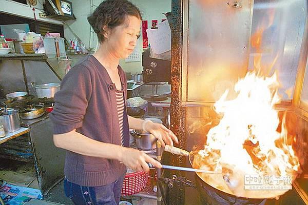 福昇炒鱔魚不只好吃,大火爆炒的畫面更是好看。