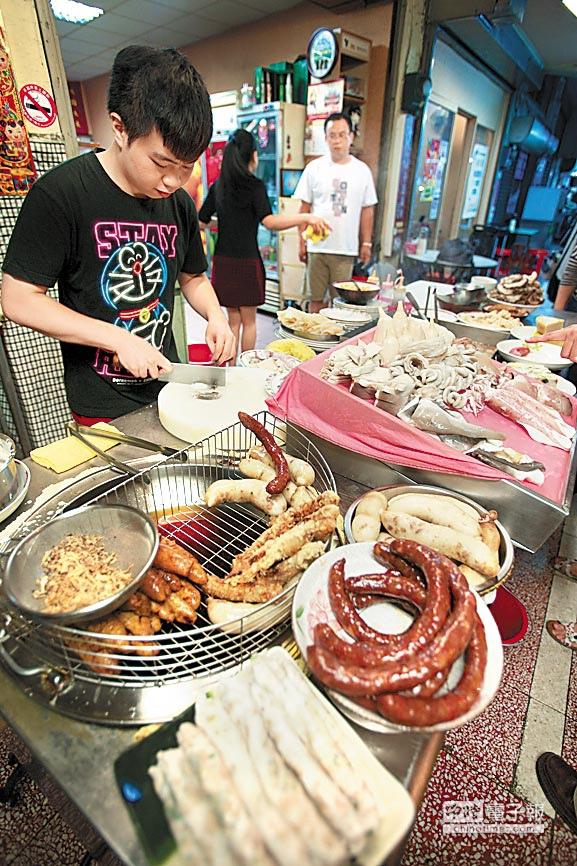 台南的香腸熟肉類似北部的黑白切,各種菜色任選且價格都不貴。