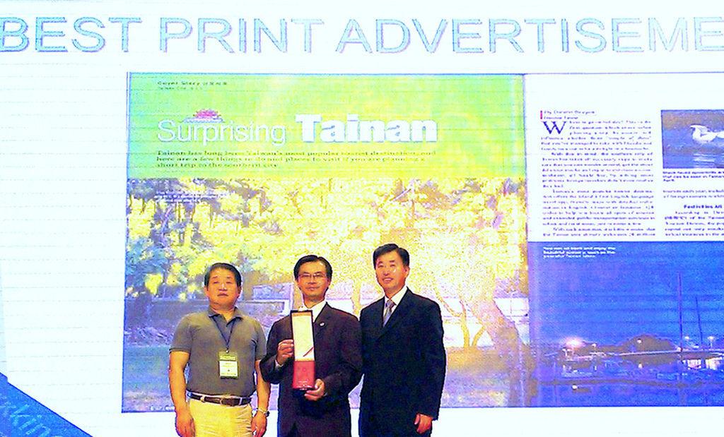 陳俊安局長親往吉隆坡接受2014第六屆TPO論壇年度最佳印刷廣告獎