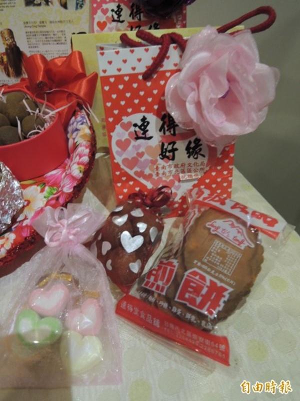 台南愛情城市七夕嘉年華「遇見幸福‧文化走讀」,規劃單位用心準備紀念品。