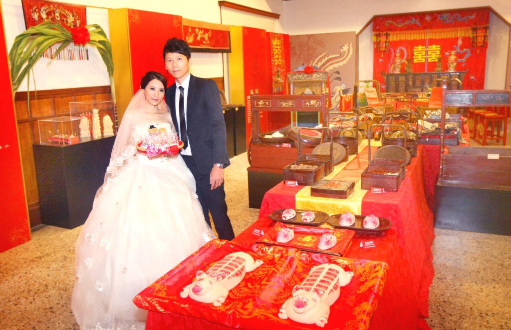 「2014台南愛情城市七夕嘉年華」系列活動,舉辦「台南囍事展」,透過豐富的靜態展覽與動態活動方式,帶領民眾體會台南「厚禮數」的婚嫁禮俗。