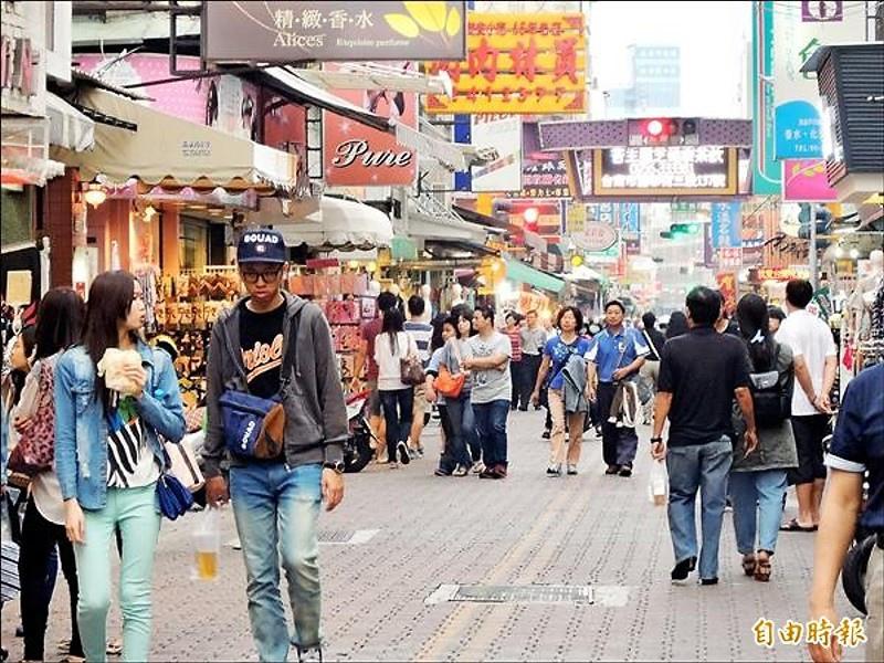國華街徒步區是否繼續試辦,尚待市府評估。
