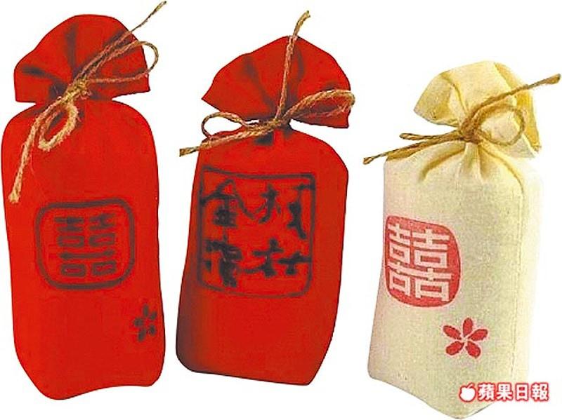 北門婚紗美地有文創市集,展售包括幸福抱米等愛情小物。