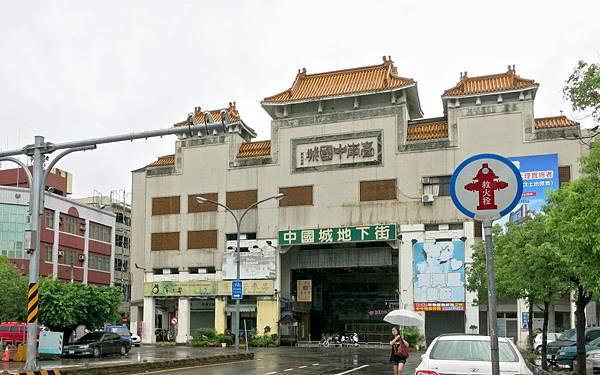 中國城暨運河星鑽都更案今日由內政部都委會大會審議,通過後即可展開區段徵收及拆除大樓。
