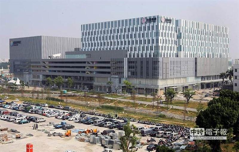 台南東區新地標建物─南紡夢時代蓄勢待發。