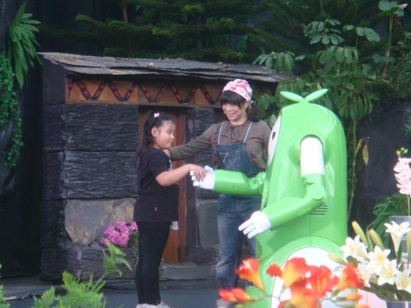 舞蝶館香草寶貝表演,小朋友上台與香草寶貝互動