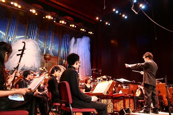小巨人絲竹樂團於百藝廣場表演4場演出。