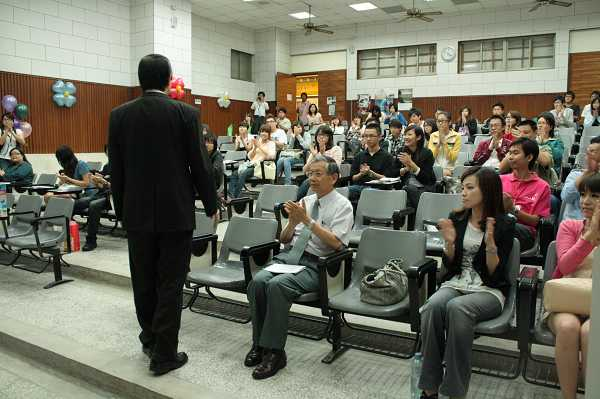nEO_IMG_20100604_逢甲大學校園開麥拉講座照片_26.jpg