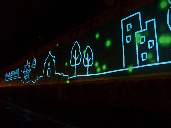 堤壁光雕互動投影裝置   圖案光點可隨遊客動作變化圖形