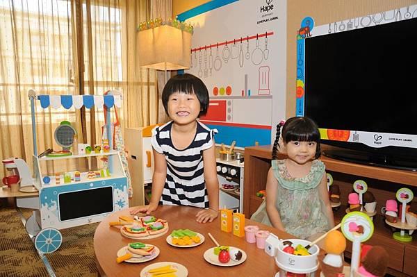 義大天悅飯店10大HAPE主題房 超受親子歡迎  圖為主廚料理房 .jpg