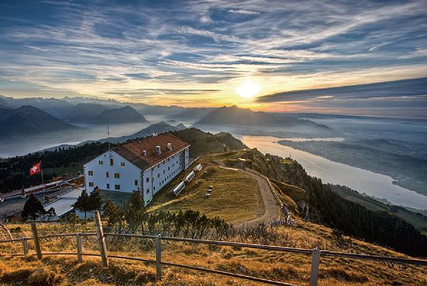 瑞士峰頂景觀飯店.png