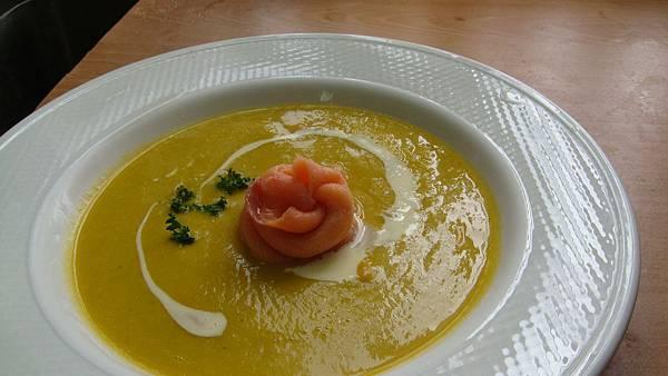 燻鮭魚南瓜海鮮濃湯成果