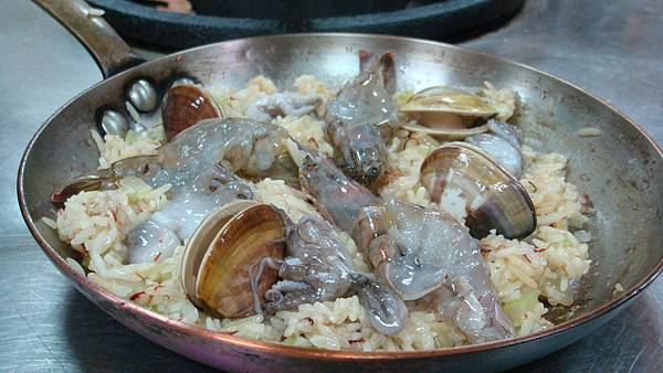 西班牙海鮮燉飯入烤箱前