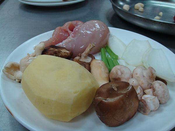 松露野菇雞肉濃湯食材