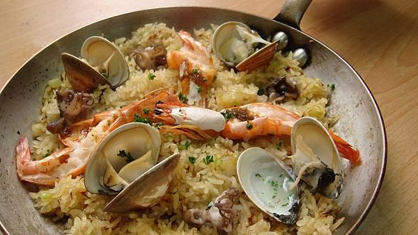 西班牙海鮮燉飯~出爐