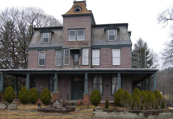 Cemetery_House_Ghost_Photo.jpg