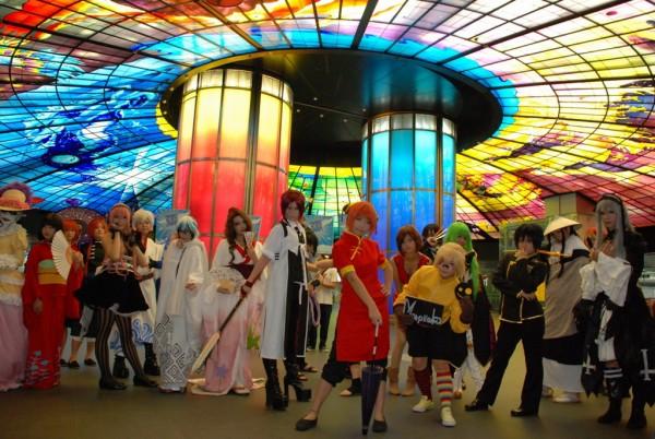 超過二十組 coser 盛裝打扮聚集高雄捷運美麗島站.jpg