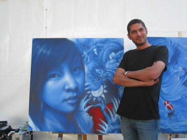 法國塗鴉藝術家 Rico 特別在香貝里漫畫節台灣館外創作以巨龍環繞我國國旗的作品.jpg