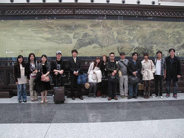 a (1)台灣代表團抵達北京機場.jpg