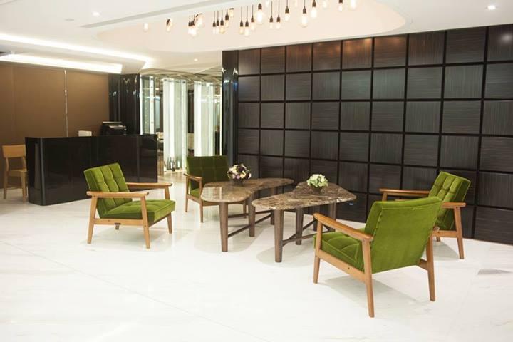 咖啡館常見的綠色絨布沙發Karimoku 60 K Chair 雙人沙發