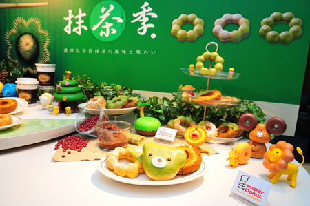 Mister Donut抹茶季推出以日式古法煉製的紅豆內餡甜甜圈.JPG