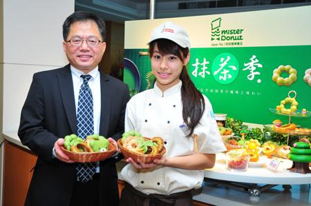 統一多拿滋副總洪堯欣展演Mister Donut抹茶季,一共推出7款甜甜圈及4款飲品.JPG