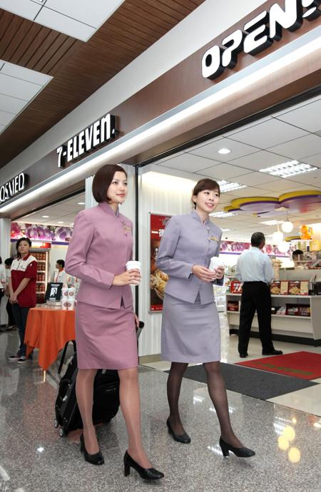 統一超商在松山機場台北航空站開出全國第一家複合概念店,集合7-ELEVEN、康是美及OPEN PLAZA三大品牌優勢.jpg