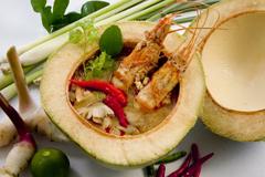 又酸又辣的海鮮酸辣湯是最經典的泰國料理。