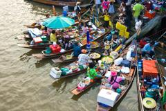 熱鬧的水上市場,最能感受泰國傳統的市場的市井風情。