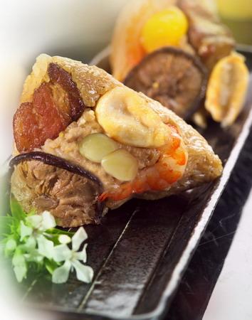 2. 台北凱撒大飯店-五福鮑魚粽,上等配料給您實在的口感滿足.jpg